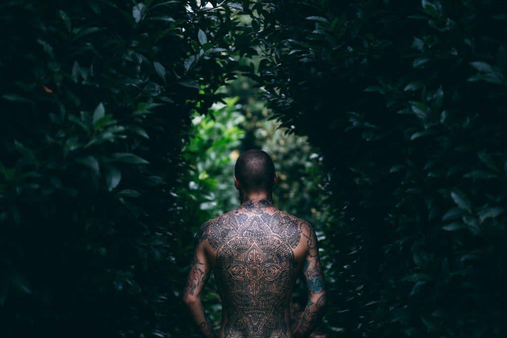 man in het bos